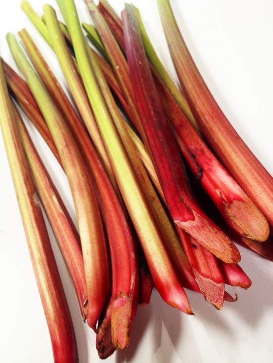 spark-post-image_ehowcdn~images01_spark_fc_86_3-lbs-rhubarb-straight-from-santa-monica-farmers-market-3-lb-won-need-all-liqueur-5050f58e3fc86